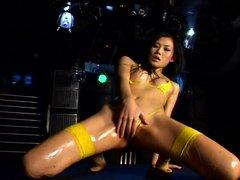 Micro Bikini Oily Dance 3   01 Yui Komine