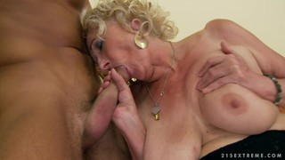 Blonde Sweetie Lets Man Insert His Meat Pole In Her Mouth