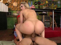 Big Ass Chick Alexis Texas Riding His Cock Cowgirl Style
