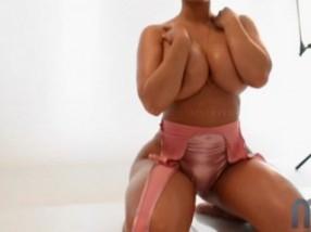 La Séance Photo De Cette Bombe Sexuelle Au Gros Cul Sexy