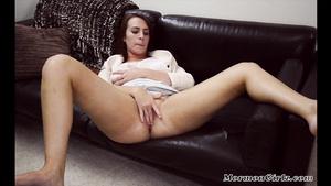 Amateur Damsel Rubs Her Pussy