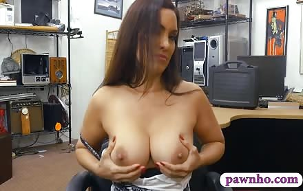 Big Hooters Woman Nailed By Pawn Keeper At The Pawnshop