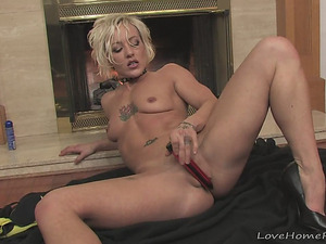 Passionate Pussy Pleaser Gets Naughty With Herself