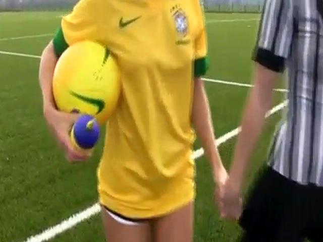 Amateur Teen Innocent Brazilian Player Boinking The Referee