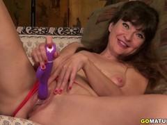 Cute American Temptress Gina Pleasing Herself