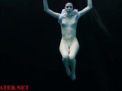 Kinky Amateur In The Dark Pool