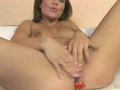 Amateur Shaloma With Shaved Pussy